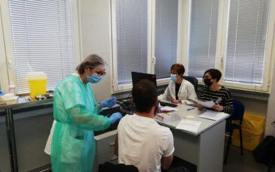 Medici ed Infermieri della Nefrologia di Borgomanero vaccinano i loro Pazienti
